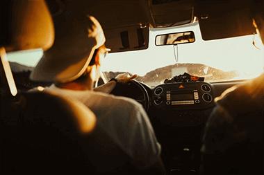 naponta autóval ingázók